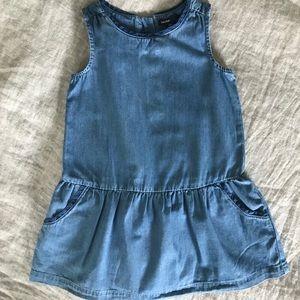 GAP Girls Size 3 Sleeveless Denim Dress w/ pockets